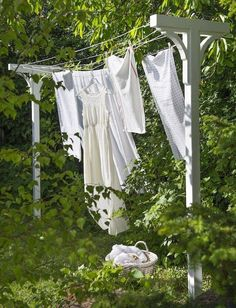 ~Build Your Own Solar Clothes Dryer; clothes line stand for the yard Bygg et tørkestativ Cottage Shabby Chic, White Cottage, Cottage Style, Rose Cottage, Looks Country, Country Life, Outdoor Spaces, Outdoor Living, Farm Life