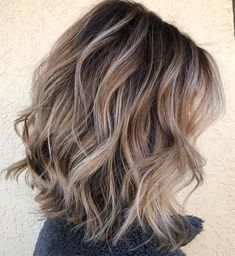 Curly Messy Bronde Lob Medium length hairstyles for women come in all shapes and textures, as can be seen in this photo. The back of this lob is just a teeny bit shorter than the sides. Medium Length Bobs, Medium Hair Cuts, Medium Hair Styles, Curly Hair Styles, Cute Medium Length Hairstyles, Women's Medium Hairstyles, Medium Layered, Medium Lengths, Mid Length Hair