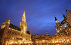 #Belgique #Bruxelles . Ville cosmopolite, Bruxelles a su garder un caractère traditionnel issu de son passé flamand. Bruxelles semble être un compromis idéal pour changer d'air le temps d'un weekend. C'est une capitale animée et riche en attractions culturelles qui revêt des aspects de ville provinciale. Les touristes pourront donc débuter leur visite par le quartier de la Grand-Place, continuer près du Manneken-Pis et terminer par une séance shopping dans la rue Neuve. http://vp.etr.im/ab8