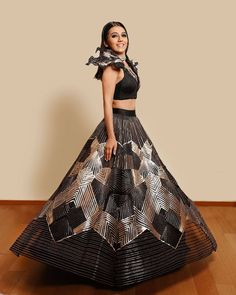 Head To These Designers Now For Some Trending And Unique Engagement Dresses. For more such bridal trends stay tuned with shaadiwish. Indian Wedding Gowns, Indian Gowns Dresses, Indian Bridal Outfits, Indian Fashion Dresses, Dress Indian Style, Indian Designer Outfits, Wedding Outfits, Wedding Pics, Designer Dresses