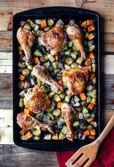 Pollo asado en bandeja plana | 27 Cenas de poco estrés que puedes preparar en una cacerola
