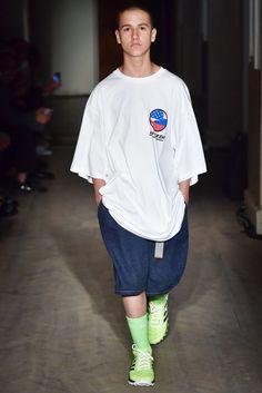 GOSHA RUBCHINSKIY(ゴーシャ ラブチンスキー) 2018春夏メンズコレクション ランウェイ10枚目