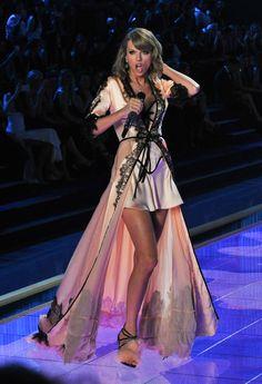 Taylor Swift Victoria's Secret fashion show 2014.