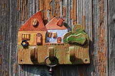 Weiteres - Schlüsselbrett - ein Designerstück von Hand-Art-Christina bei DaWanda Pottery Houses, Horsehair, Hand Art, Ceramic Clay, Clay Crafts, Clay Art, Castle, Crafting, Clock