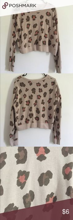 Large leopard print cropped sweater Brought from another seller but never worn by me, very good condition, no rips or stains  #leoprd #leopard #sweater #croptop #cropped #croppedsweater Forever 21 Sweaters