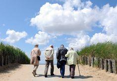 Vorzeitiger Ruhestand: Für 100 Euro im Monat können Sie sich die Rente mit 63 leisten http://www.focus.de/finanzen/altersvorsorge/vermoegensaufbau/vorzeitiger-ruhestand-fuer-100-euro-im-monat-koennen-sie-sich-die-rente-mit-63-leisten_id_4363957.html