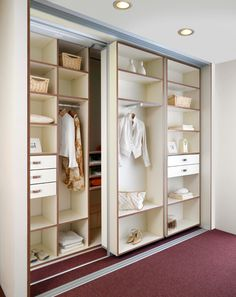 Extra opbergruimte nodig? Heb je een ruimte die te klein is voor een inloopkast, maar te diep voor een standaardkast?   De schuifkasten op maat van Winia bieden uitkomst: www.wonen.nl/a/5368