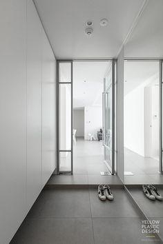 화이트와 그레이가 주는 깔끔한 인상 - 위치: 서울 송파구 신천동 - 주거형태: 아파트 - 면적: 104㎡ - 가... Small House Interior, House Rooms, Japanese Style House, Interior Deco, Door Design, Interior Garden, House Interior, Doors Interior, Apartment Interior