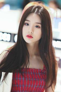 Photo album containing 16 pictures of HeeJin Kpop Girl Groups, Korean Girl Groups, Kpop Girls, I Love Girls, Cute Girls, Olivia Hye, K Idol, Beautiful Asian Girls, Ulzzang Girl