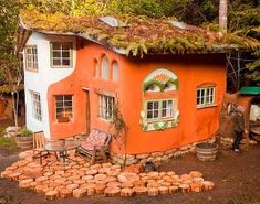 10 influential Cob house builders - and links to their websites. It's time to take a look into the world of natural building by looking at some of the most influential cob builders. You might have heard of some of these people before as they've demonstrated their craft and expertise in the field. Many of them you might just be hearing about for the first time.