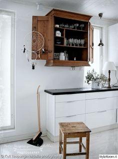 keittiö,keittiön sisustus,unisieppari Home Kitchens, Rustic Kitchen, Sweet Home, Cottage Kitchen, Simple House, Home And Living, New Kitchen, Interior Inspo, Kitchen Dining