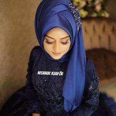 Hijab is elegant Muslim outerwear that will add breathtaking charm on your modern wearing. Hijab can Muslim Brides, Muslim Girls, Hijab Fashion, Fashion Beauty, Fashion Dresses, Muslimah Wedding, Hijab Pins, Moda Emo, Hijab Tutorial