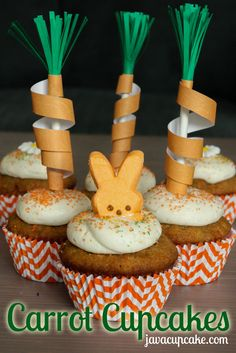 Carrot Cupcakes with Vanilla Bean Cream Cheese Frosting + DIY Carrot Cupcake Toppers by JavaCupcake.com