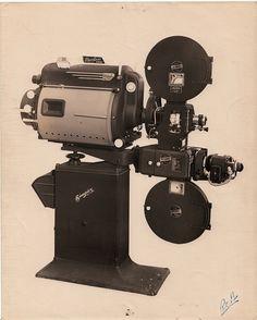 All sizes | Photo 8x10: Super Simplex projector with Peerless Magnarc Lamphouse, SH-1000 Sound Mechanism, Simplex pedestal | Flickr - Photo ...