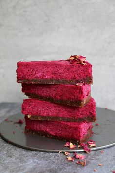 Raw Beetroot Cake with Walnut and Fig Crust #vegan #glutenfree | Nirvana Cakery