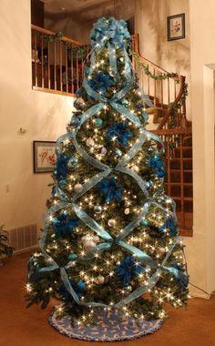 Albero di Natale con nastri azzurri 2012