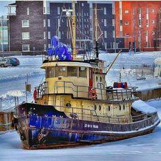 Tug boat. ⚓ByDiver969⚓ Nautical Artwork, Offshore Boats, Boat Drawing, Tugboats, Boat Art, Safe Harbor, Oil Rig, Houseboats, Urban Sketching