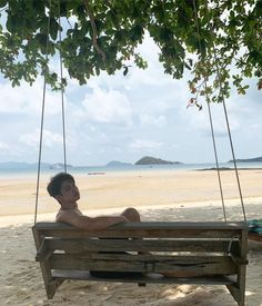 Twitter Beach Boy, Bright Wallpaper, Boyfriend Photos, Thai Tea, Bright Pictures, Boy Photography Poses, Poses For Men, Handsome Faces, Cute Gay