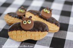 Halloween Treats: Nutter Butter Bats! Easy food craft for kids! HandmadeintheHeartland.com