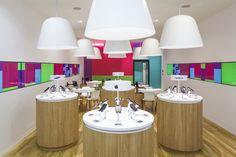 Three Mobile stores by Urban Salon, UK store design Mobile Phone Shops, Mobile Shop, Visual Merchandising, Uk Retail, Retail Stores, Design Commercial, Retail Solutions, Retail Store Design, Supermarket Design