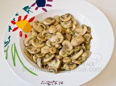 COPIADA Deliciosos champiñones al ajillo para acompañar otros alimentos, para añadir a tortillas o como plato independiente.