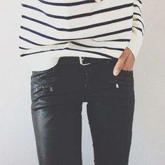 Look con pantaloni di pelle - Maglia a righe e pantalone di pelle
