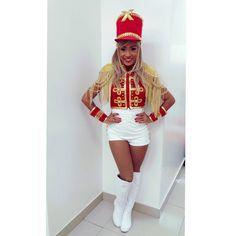Há sentimentos que são indescritíveis e a energia dessa roupa, e dos meus irmãos que dividem o palco comigo são imensuráveis. Só posso agradecer a Deus por me proporcionar tantas oportunidades de crescimento pessoal e profissional . #paquita #tempaquitanegra #tempaquitaindia #tempaquitaruiva #xuchá #xuxamenegheloficial #balletdaxuxa #xuxamenegheloficial #dancer #ballerine #chadaalice Marching Band Uniforms, Carmen Miranda, Fantasias Halloween, Cami, Cosplay, Fantasy, Outfits, Retro Party, Parallel Parking