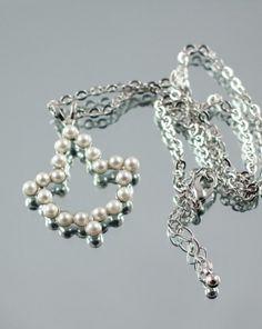 AKA 20 pearl ivy leaf necklace