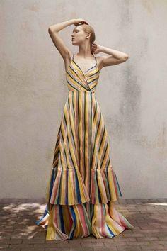 Get inspired and discover Carolina Herrera trunkshow! Shop the latest Carolina Herrera collection at Moda Operandi. Fashion 2018, Look Fashion, Runway Fashion, Fashion News, High Fashion, Fashion Show, Womens Fashion, Fashion Design, Fashion Trends