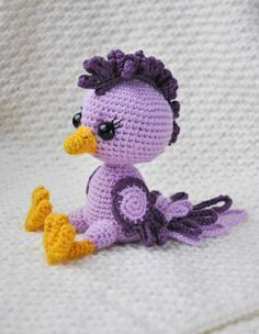 The crochet bird amigurumi pattern is designed to suit medium level skills. You can use different colors to create a unique crochet bird amigurumi. Crochet Bird Patterns, Crochet Birds, Knitting Patterns, Crochet Gratis, Crochet Patterns Amigurumi, Crochet Dolls, Unique Crochet, Cute Crochet, Simple Crochet