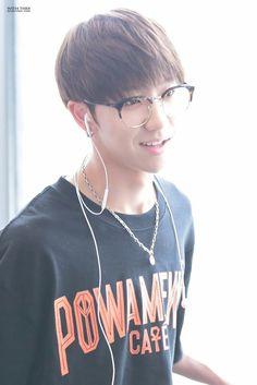 He looks so good in glasses tho