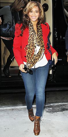 Bright jacket keeps skinny jeans from emphasizing hips.