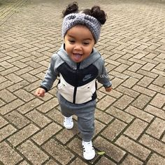 orphan after the death of her parents the little girl of . - Baby girl look - So Cute Baby, Cute Mixed Babies, Baby Kind, Cute Baby Clothes, Cute Babies, Clothes Swag, Cute Kids Fashion, Cute Outfits For Kids, Baby Girl Fashion