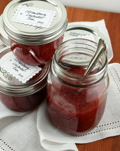 Authentic Suburban Gourmet: { Strawberry Lavender Jam } the new strawberry jam for next year! Jelly Recipes, Jam Recipes, Canning Recipes, Canning Jars, Lavender Jam, Provence Lavender, Lavender Recipes, Brunch, Jam On