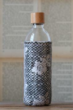 Flaschenschutz aus Stoffresten / Bottle cover made of scraps of fabric / Upcycling