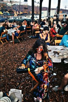 Janis Joplin, in the performer's pavilion, Woodstock Festival Bethel, NY, 1969 Woodstock Music, Woodstock Festival, Janis Joplin, 70s Aesthetic, Crazy Outfits, Art Fair, Summer Of Love, Girl Pictures, Peace And Love