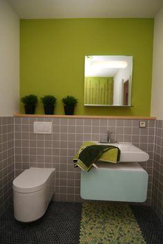 Fertighaus - Wohnidee Badezimmer #Haus #Fertighaus #grün #Badezimmer #WC #Waschbecken #modern