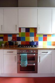 Love the coloured kitchen tile splashback.