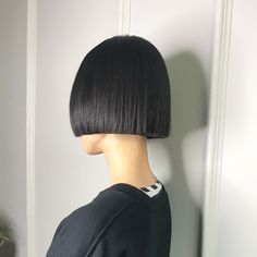 ◼️ bob for beautiful Pea Swipe> Suitable Length to attract attention to Peas beautiful lips🍃 One Length Haircuts, One Length Bobs, Short Bob Haircuts, Creative Hairstyles, Trendy Hairstyles, A Line Hair, Blunt Haircut, Hair Reference, Hair Dye Colors