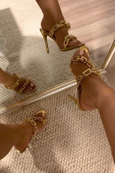 Gold Fashion, Fashion Shoes, High Heels, Shoes Heels, Gold Heels, Designer Heels, Dream Shoes, Types Of Shoes, Shoe Collection