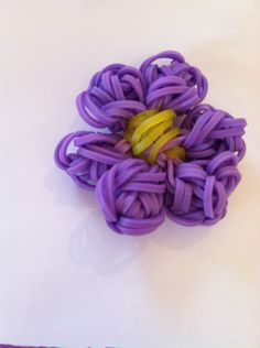 How to Make a Rainbow Loom Flower.