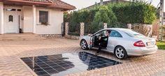 Gazdaság: PET-palackokból csináltak napelemes térkövet magyar fejlesztők | hvg.hu Car, Renovation, Recycle Plastic Bottles, Solar Panels, Entryway, Centre, Automobile, Vehicles, Cars