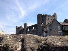 Middleham Castle childhood home of Richard III Yorkshire Dales, North Yorkshire, Richard Iii, Places Of Interest, My Dream, Monument Valley, Mount Rushmore, Castle, Childhood