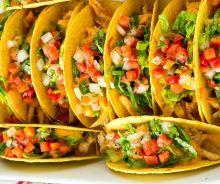 La recette de poulet général tao la plus facile à faire! Yummy Appetizers, Appetizers For Party, Healthy Chicken Tacos, Healthy Tacos, Taco Burger, Good Food, Yummy Food, Wrap Sandwiches, Yum Yum Chicken