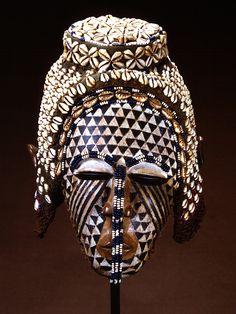 8a76a5bcf85e907317b0c40475a8d4dd--african-masks-african-art