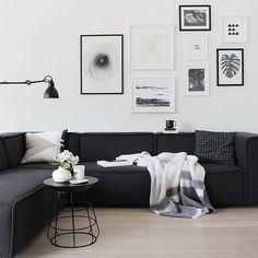 Black sofa living room design enchanting black and white living room and best black couch decor ideas on home design black sofa big black couch living room Dark Living Rooms, Black And White Living Room, Living Room Sofa, Home Living Room, Apartment Living, Living Room Designs, Modern Living, Cozy Living, Living Spaces
