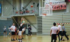 Basket under BIB Cup er fett! Basketball Court, Wrestling, Lucha Libre