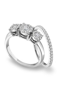Mémoire platinum and diamond three stone engagement ring from the Diamond Bouquets™ Collection with matching diamond wedding band.