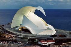 Оперный театр в Санта-Крус, столице Тенерифе, торжественно открылся в сентябре…