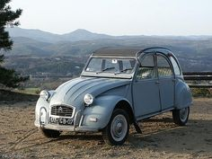 Citroen AZM A car that made automotive history. In production from 1948 until 1990 with hardly a change in design. Fancy Cars, Cute Cars, Manx, Peugeot, Citroen Traction, 2cv6, Cabriolet, Car Humor, Old Cars